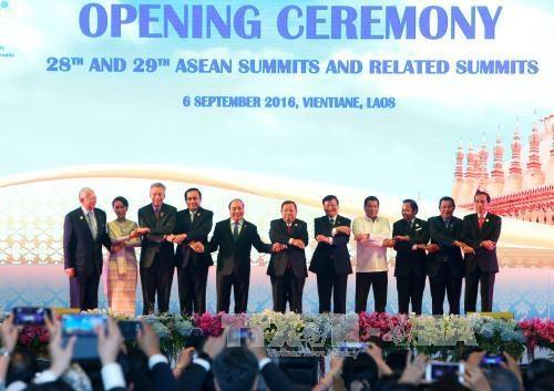 第28、29届东盟峰会在老挝万象开幕 hinh anh 1