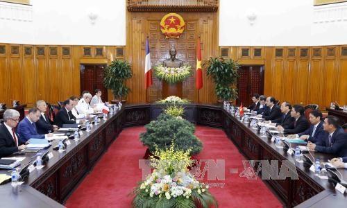 越南政府总理阮春福会见法国总统弗朗索瓦·奥朗德 hinh anh 1