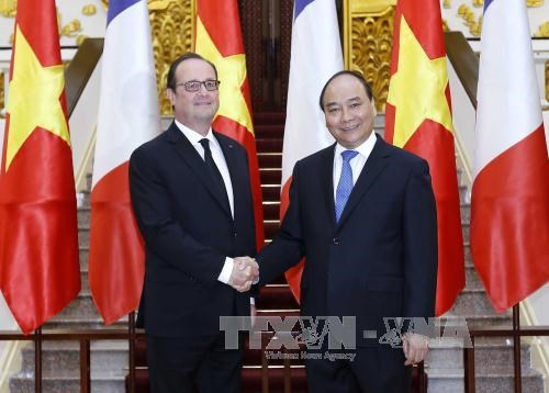 越南政府总理阮春福会见法国总统弗朗索瓦·奥朗德 hinh anh 2