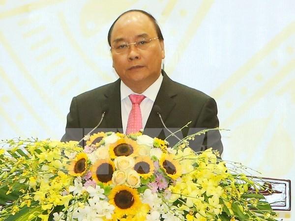 越南政府总理启程出席第28届和第29届东盟峰会及系列会议 hinh anh 1