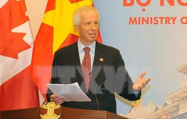 加拿大外交部长斯特凡纳•迪翁:应携手实现COP 21会议所提出的目标 hinh anh 1