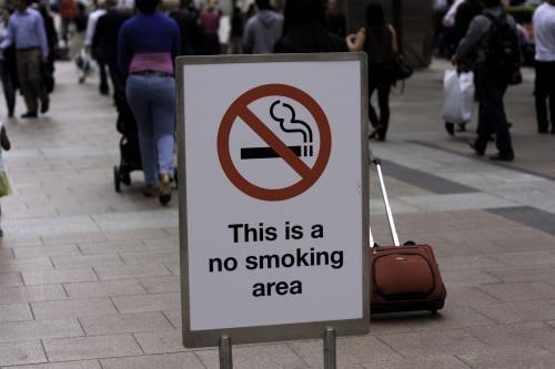 柬埔寨政府在旅游城市暹粒启动无烟行动 hinh anh 1