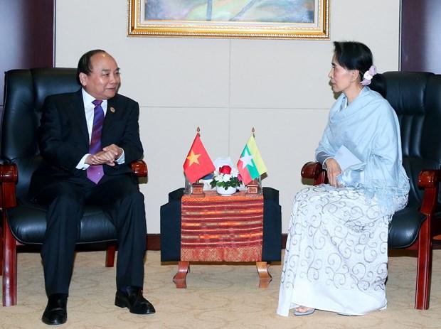 越南政府总理阮春福会见缅甸国家顾问兼外交部长昂山素季 hinh anh 1