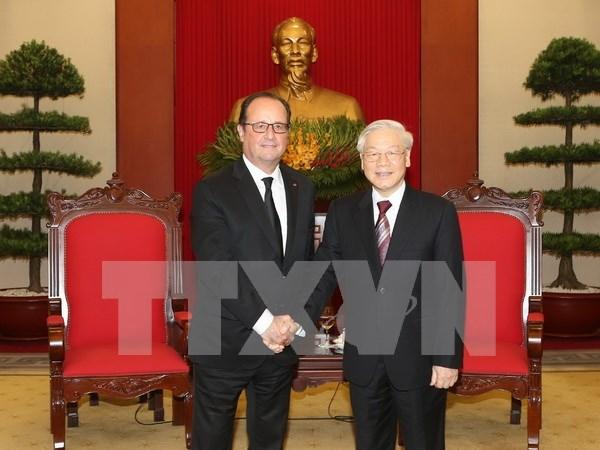 越共中央总书记阮富仲会见法国总统弗朗索瓦•奥朗德 hinh anh 1
