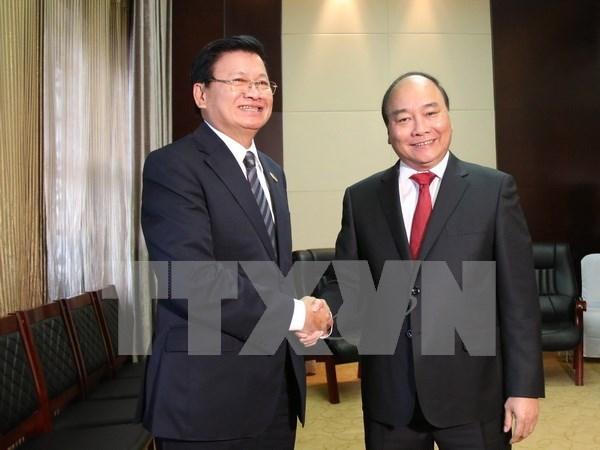 阮春福总理会见老挝总理通伦•西苏里 hinh anh 1