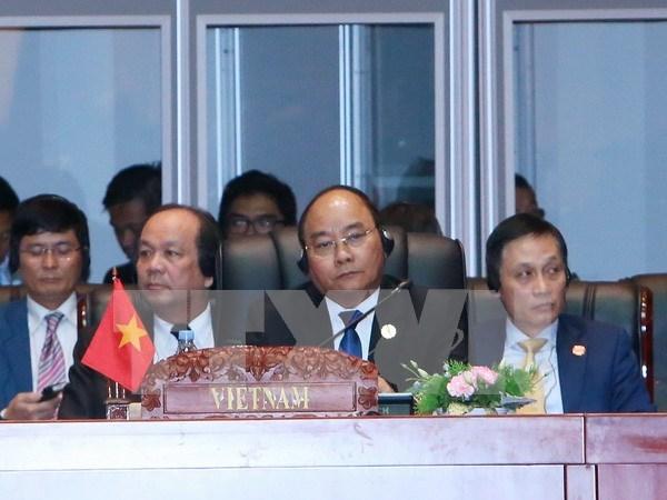 越南政府总理阮春福出席第28、29届东盟峰会开幕仪式 hinh anh 1