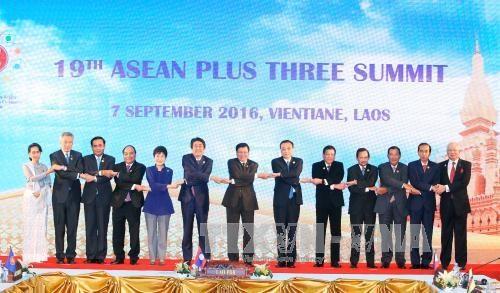 越南政府总理阮春福出席东盟与对话伙伴国系列会议 hinh anh 1