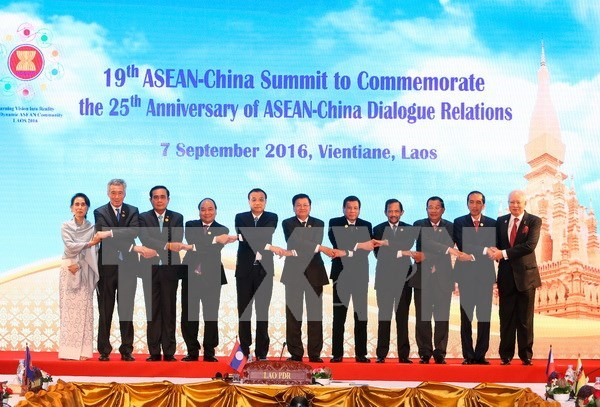 越南政府总理阮春福出席第29届东盟峰会及系列会议 hinh anh 1
