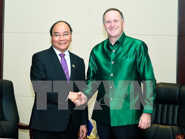 阮春福总理会见日本首相安倍晋三及新西兰总理约翰•基 hinh anh 2