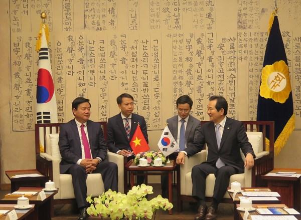 胡志明市市委书记丁罗升对韩国进行工作访问 hinh anh 1