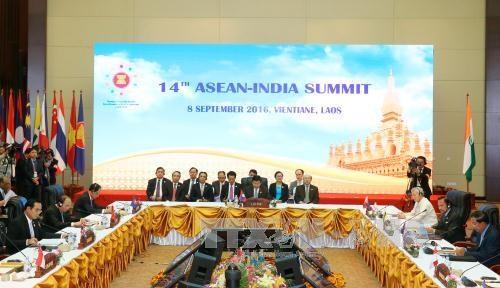 阮春福总理出席东盟与美国及印度的领导人会议 hinh anh 1