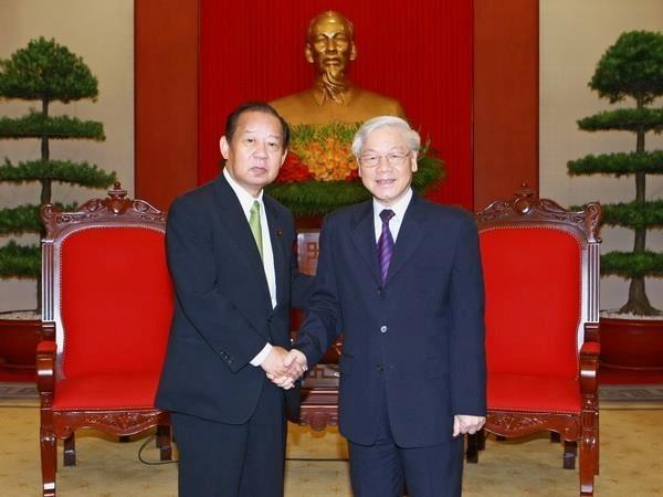 阮富仲总书记会见日本民主自由党干事长二阶俊博 hinh anh 1