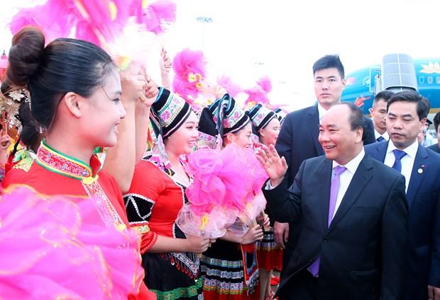 越南政府总理阮春福抵达吴圩国际机场 开始对中国进行正式访问 hinh anh 1