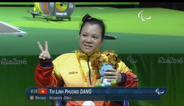 2016年里约残奥会:越南举重运动员邓氏玲凤夺得女子50公斤级的铜牌 hinh anh 1