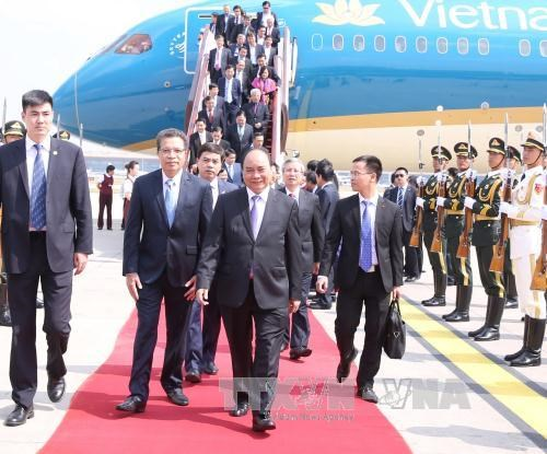 越南政府总理阮春福抵达北京开始对中国进行正式访问 hinh anh 1