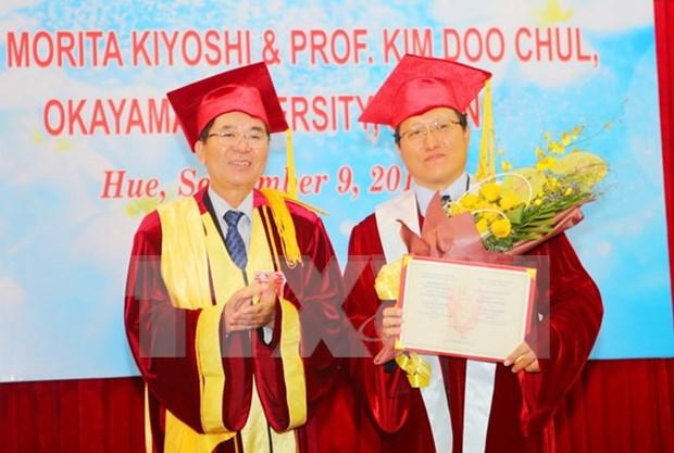 日本冈山大学两名教授被越南顺化大学聘为名誉教授 hinh anh 1