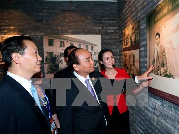 阮春福总理走访慰问越南中央学舍区与广西现代农业技术展示中心 hinh anh 1