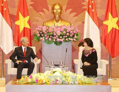 越南国会主席阮氏金银会见新加坡副总理张志贤 hinh anh 1