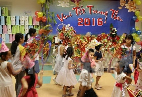 河内市儿童欢度中秋节 hinh anh 1