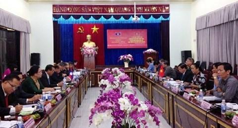 老挝农村发展与减贫中央委员会代表团访问越南西原地区 hinh anh 1