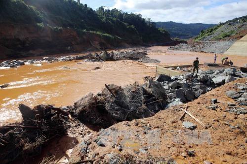 政府总理要求尽快开展松邦2号水电站事故的抢险救援和善后处理工作 hinh anh 1