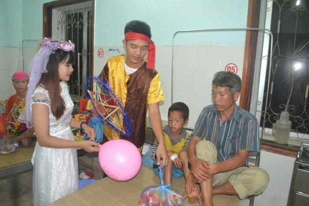 越南全国各地纷纷举行欢度中秋节活动 hinh anh 1