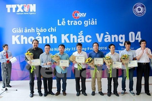 """第四届""""黄金瞬间""""新闻摄影奖颁奖仪式在越南国家通讯中心举行 hinh anh 1"""