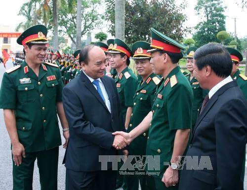 阮春福总理走访慰问越南人民军第三军区干部战士 hinh anh 1