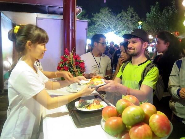 """越南广南省会安市场被评为""""食品天堂"""" hinh anh 1"""