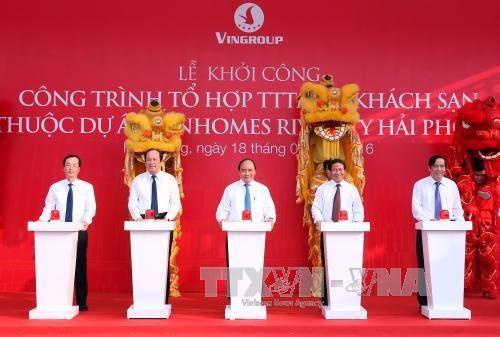 阮春福总理出席海防Vinhomes里瓦城最高塔楼开工仪式 hinh anh 1