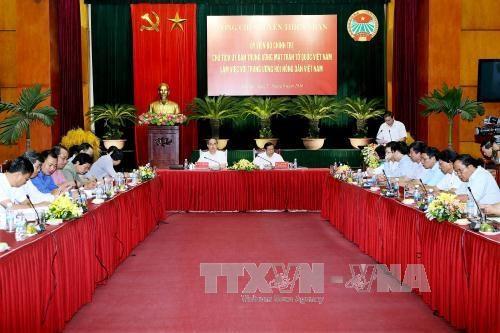 越南祖国阵线中央委员会主席阮善仁:工会组织要切实维护会员的利益 hinh anh 1