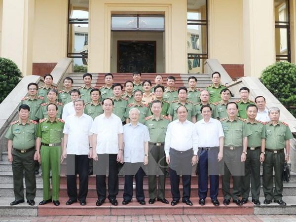 阮富仲成加入越共中央公安党委的首位越共中央总书记 hinh anh 1