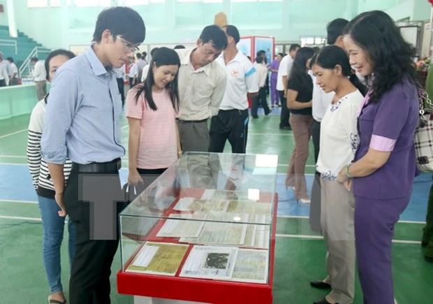 """""""黄沙和长沙归属越南——历史证据和法律依据""""图片资料展在得农省举行 hinh anh 1"""
