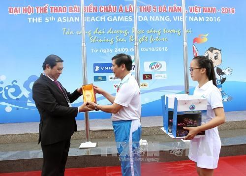 第五届亚洲沙滩运动会升旗仪式在岘港市举行 hinh anh 1