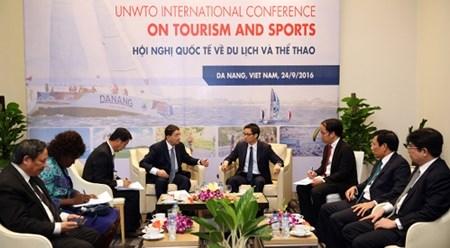 越南政府副总理武德儋会见世界旅游组织秘书长 hinh anh 1