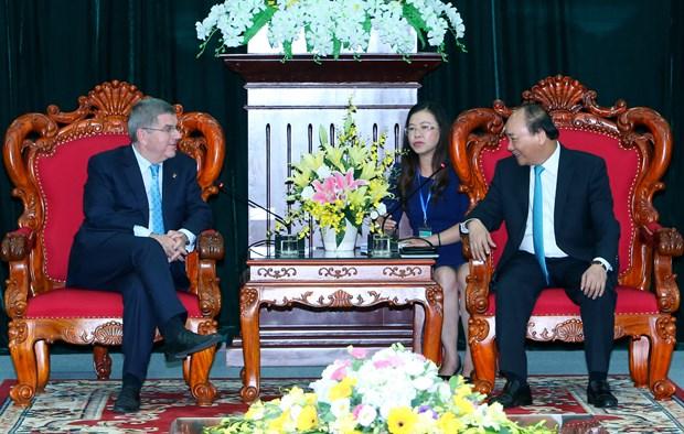 阮春福总理会见国际奥委会主席和亚洲奥林匹克理事会主席 hinh anh 1
