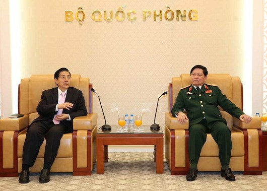 越南国防部长吴春历会见中国公安部长郭声琨 hinh anh 1