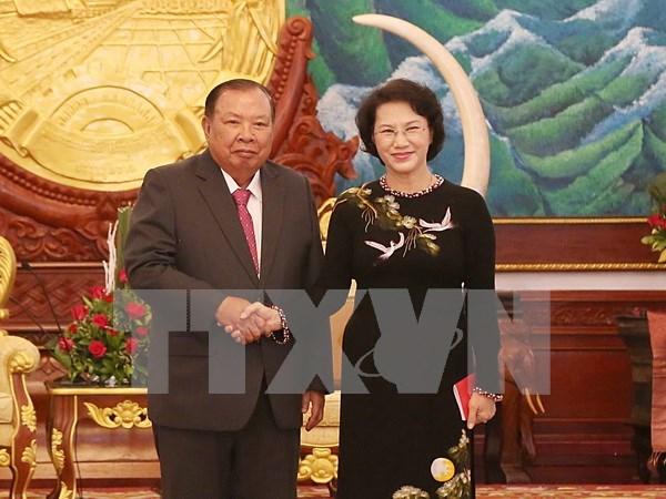越南国会主席阮氏金银拜会老挝人革党总书记、国家主席本扬•沃拉吉 hinh anh 1