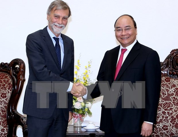 越南政府总理阮春福会见意大利基础设施和交通部部长德尔里奥 hinh anh 1