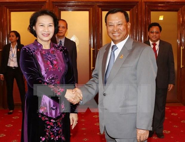 越南国会主席阮氏金银会见柬埔寨参议院主席赛冲 hinh anh 1