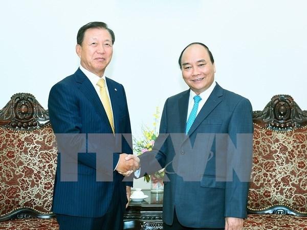 越南政府总理阮春福分别会见韩国CJ集团和CS集团领导 hinh anh 1