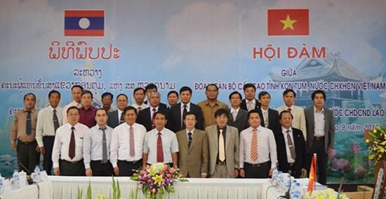 越南昆嵩省与老挝占巴塞省加强投资合作 hinh anh 4