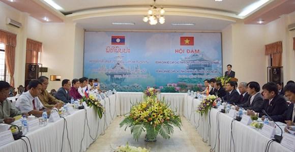越南昆嵩省与老挝占巴塞省加强投资合作 hinh anh 1