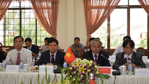 越南昆嵩省与老挝占巴塞省加强投资合作 hinh anh 2