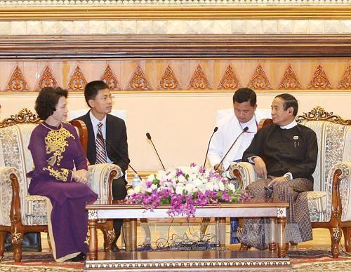 越南国会主席阮氏金银会见缅甸下议院议长吴温敏 hinh anh 1