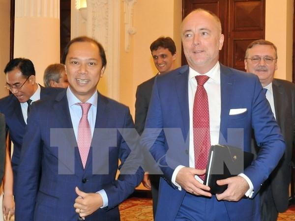 匈牙利外交部副国务秘书对越南进行工作访问 hinh anh 1