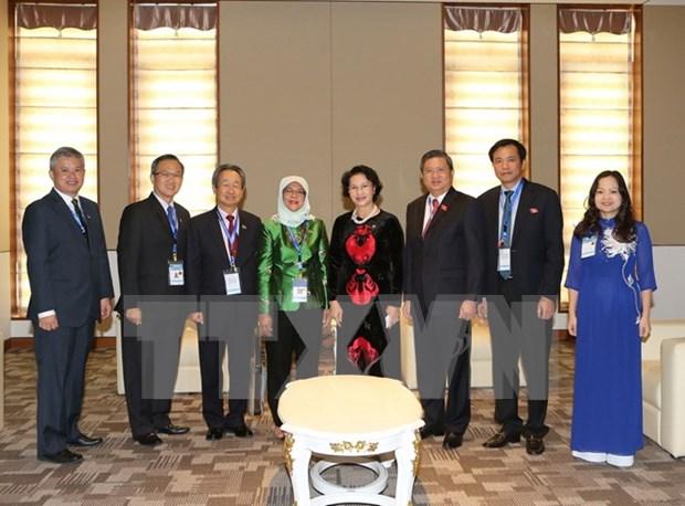 越南国会主席阮氏金银会见新加坡国会议长哈莉玛·雅各布 hinh anh 1