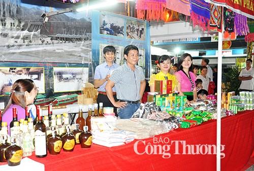 2016年越南东北地区工业贸易展览会在宣光省举行 hinh anh 1