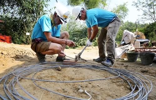 国际志愿者为富寿省20个贫困户建房 hinh anh 1