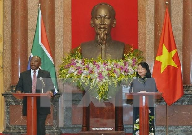 国家副主席邓氏玉盛与南非副总统西里尔·拉马福萨举行会谈 hinh anh 1
